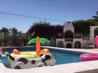 nieuwe luxe vakantie villa in javea zwembad 3 slaapkamers & badkamers  €99 p/dag