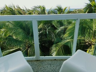 Marveluos Beach Front 3 Room Apt, San Juan