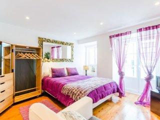 Luz Soriano III apartment in Bairro Alto with WiFi & balcony.