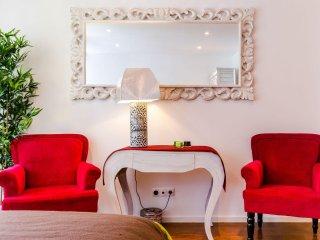 Luz Soriano II apartment in Bairro Alto with WiFi & private parking.