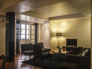 Spacious Duque Misericordia apartment in Baixa/Chiado with WiFi, air conditionin