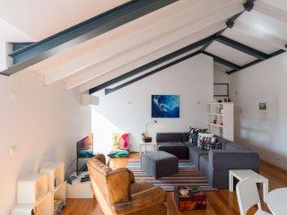 Spacious Caetanos Luxus apartment in Bairro Alto with WiFi, air conditioning & b