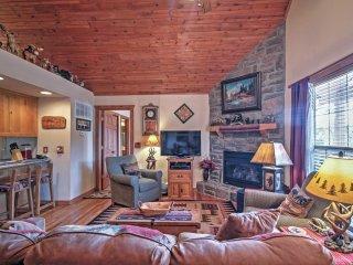 Branson Little Cedar Resort-Style Cabin w/ Porch!