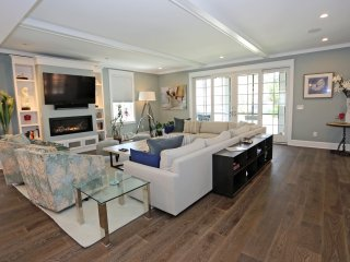 Upscale; 7 bedroom 8.5 bath house; Walk to beach, Rehoboth Beach