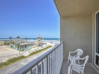 Oceanfront Daytona Beach Studio w/Wifi!