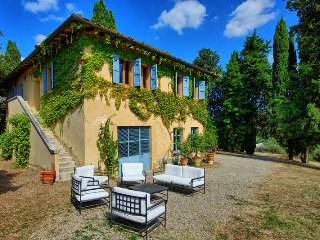 Villa Bibbiano with pool in the heart of Chianti, Staggia