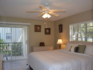 Newly Updated Immaculate 1st  Floor Condo 2 Bd/2 Ba Minutes to Gulf Beaches, Englewood