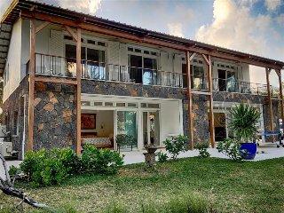 CRO Villa with spectacular pool, terrace & beach