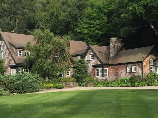 """""""Carriage House"""" Lovely 7BR Warren Home w/Wifi - Located on 500 Feet of Lake Waramaug Waterfront - Ideal for Family Reunions, Separate 8BR Home or Smaller Cottages Available Onsite!"""