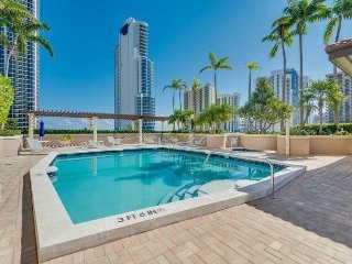Luxury 2/2 Condo ON THE 11TH FL Sunny Isles Beach