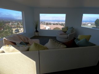 Spacious Home With Magnificent Views, Seaside