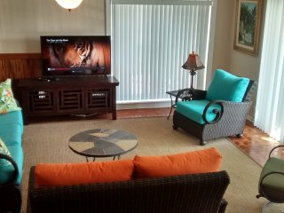 Living Room with ocean view, cable, internet, relax after a hard day on the beach.