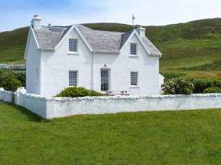 GRIGADALE HOUSE, detached, private garden, open fire, Kilchoan, Ref 938819