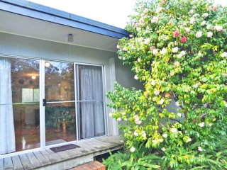WINGARA - 1 MINUTE WALK TO BEACH, Inverloch