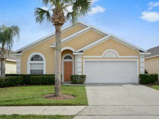 Bright and modern home with private pool just 8 miles from Disney World!, Clermont
