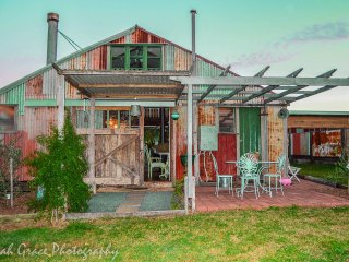 Tooraloo  - A Historic Byron Bay Barn Stay, Ewingsdale