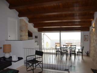 AMAZING RED HOUSE - CHARME E RELAX-  AIR CONDITIONING-TERRAZZA VISTA MARE -WIFI