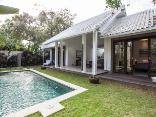 Luxurious Modern Private Canggu Villa, Kerobokan