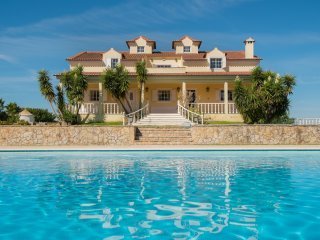 Gorgeous villa with swimming pool, Palmela