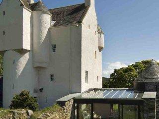 033-16th Century Castle