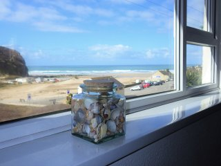 Seashells beach apartment, sea views, close to the beach and village amenities