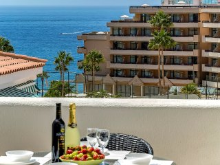 Costa Adeje, sea-view, free WiFi, 250 m from beach, Playa de las Américas