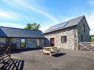 BEUDY BACH, hot tub, luxurious accomodation, Llanuwchllyn, Ref 944269