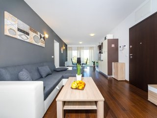 Queen Beach Resort Apartment - A1, Nin