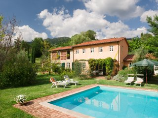 Traditional lovely Villa, private pool. 10 people, Lucca