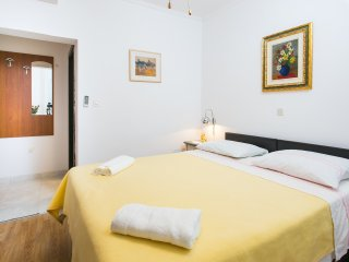 Guest House Kusalo-Triple Room with Patio, Dubrovnik