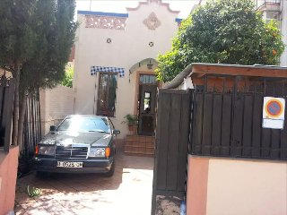 House and parking 5min. Park Guell