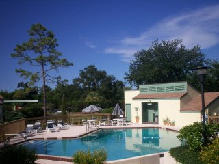 Golf Course Condo Only 10 minutes From The Beach!, New Smyrna Beach