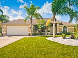 Villa Tropical Breeze Cape Coral 3/2 Lake Kayaks