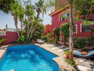 Unique holiday home in privileged location second line beach, Benalmádena