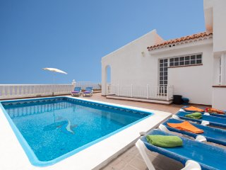 Amazing Front Line 6 Bedroom Villa. Stunning Sea Views. Playa San Juan |MIR24201