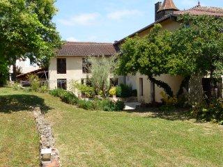 Belle maison en pierre dans un village du 13° S., Bassoues
