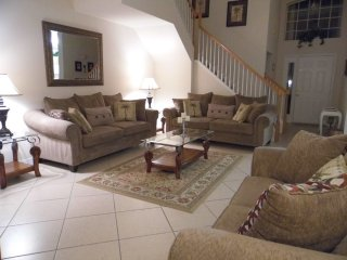 Orlando - Premium Vacation Rental - 8 Guests - 4 Bedrooms