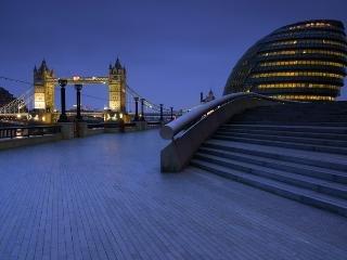 Más Londres, con una vista increíble del puente de la torre, a diez minutos a pie desde el apartamento