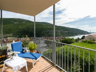 Apt Tomy-One Bedroom Apt with Balcony and Sea View, Mokosica