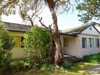QUAINT ANGLESEA HOLIDAY HOUSE