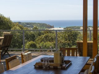 NESTLED IN BUSHLAND FANTASTIC OCEAN VIEWS