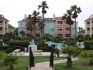 Beachfront!Spacious luxury loft with beach view.Booked?Ask about my other units!