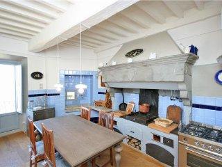 4 bedroom Apartment in Cortona, Tuscany, Italy : ref 2372761