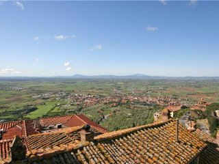 4 bedroom Apartment in Cortona, Tuscany, Italy : ref 2372761
