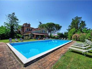 6 bedroom Villa in San Giustino Valdarno, Tuscany, Arezzo, Italy : ref 2372865