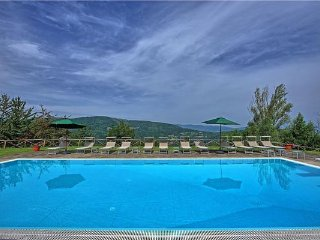 6 bedroom Villa in Monterchi, Umbria, Italy : ref 2374130