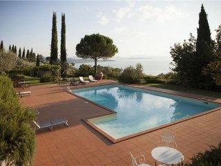 3 bedroom Villa in Passignano Sul Trasimeno, Umbria, Lake Trasimeno, Italy : ref 2374177, Magione