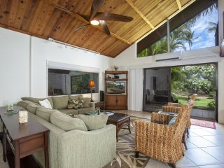 New FIVE STAR Remodel!! Steps from Pool and Across from Beach! WIFI, A/C