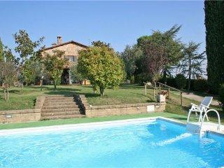 3 bedroom Villa in Cetona, Tuscany, Italy : ref 2374425