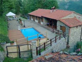 8 bedroom Apartment in Moggiona, Tuscany, Arezzo, Italy : ref 2374975